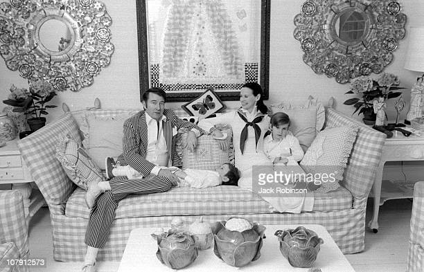 American author and actor Wyatt Emory Cooper Carter Vanderbilt Cooper heiress and socialite Gloria Vanderbilt and Anderson Cooper pose for a family...