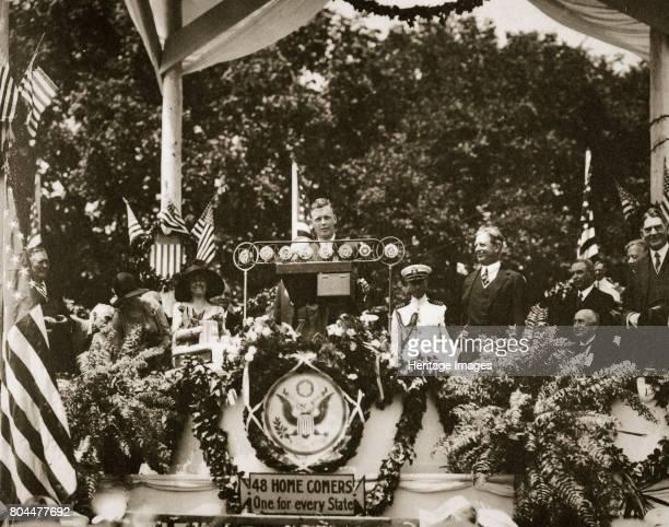 American aviator Charles Lindbergh addressing a crowd at the Washington Monument Washington DC USA c1927 Lindbergh addressing a crowd after accepting...