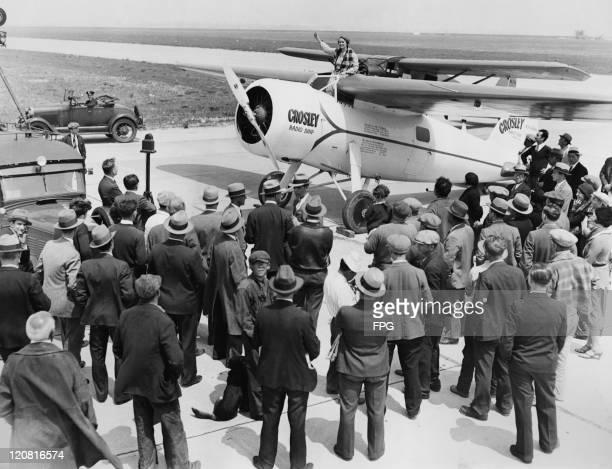 American aviatrix Ruth Rowland Nichols waves to the crowd at Floyd Bennett Field Brooklyn New York during tests of her Crosley Radio Corporation...