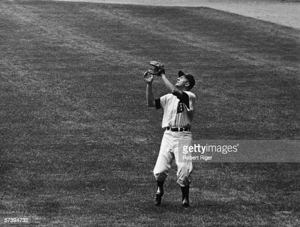 American baseball player Al Kaline of the Detroit Tigers looks up to catch a pop fly during a game at Tiger Stadium, Detroit, Michigan, 1960s.