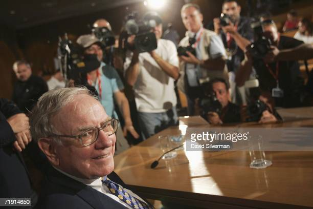 American billionaire investor Warren Buffett faces the cameras before his press conference at the Iscar Metalworking headquarters September 18 2006...
