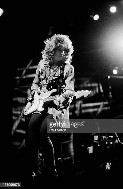 American blues musician Bonnie Raitt performs onstage at the Aire Crown Theater, Chicago, Illinois, June 28, 1995.