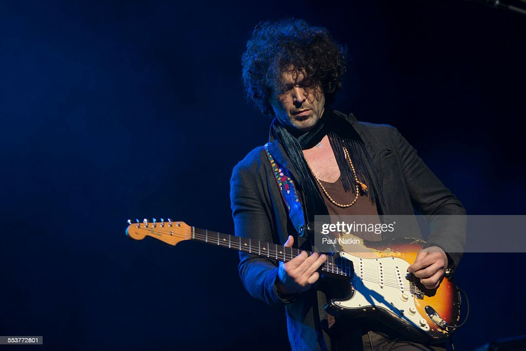 Doyle Bramhall At The Chicago Theater : News Photo