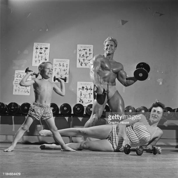 American bodybuilder Jack Delinger winner of the Mr Universe 1956 contest with his wife Loretta and their son John 1956