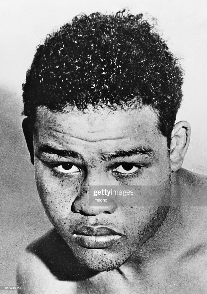 American boxer and world heavyweight champion Joe Louis (1914-1981) - called The Brown Bomber - in his training camp in Pometon Lakes / New Jersey in preparation for his fight against Max Schmeling on June 22nd 1938 in New York. June 1938. Photograph. (Photo by Imagno/Getty Images) Der US-amerikanische Boxer und Weltmeister im Schwergewicht Joe Louis (19141981) - genannt Der braune Bomber - in seinem Trainigslager in Pometon Lakes/New Jersey in Vorbereitung auf seinen Kampf gegen Max Schmeling am 22. Juni 1938 in New York. Juni 1938. Photographie.