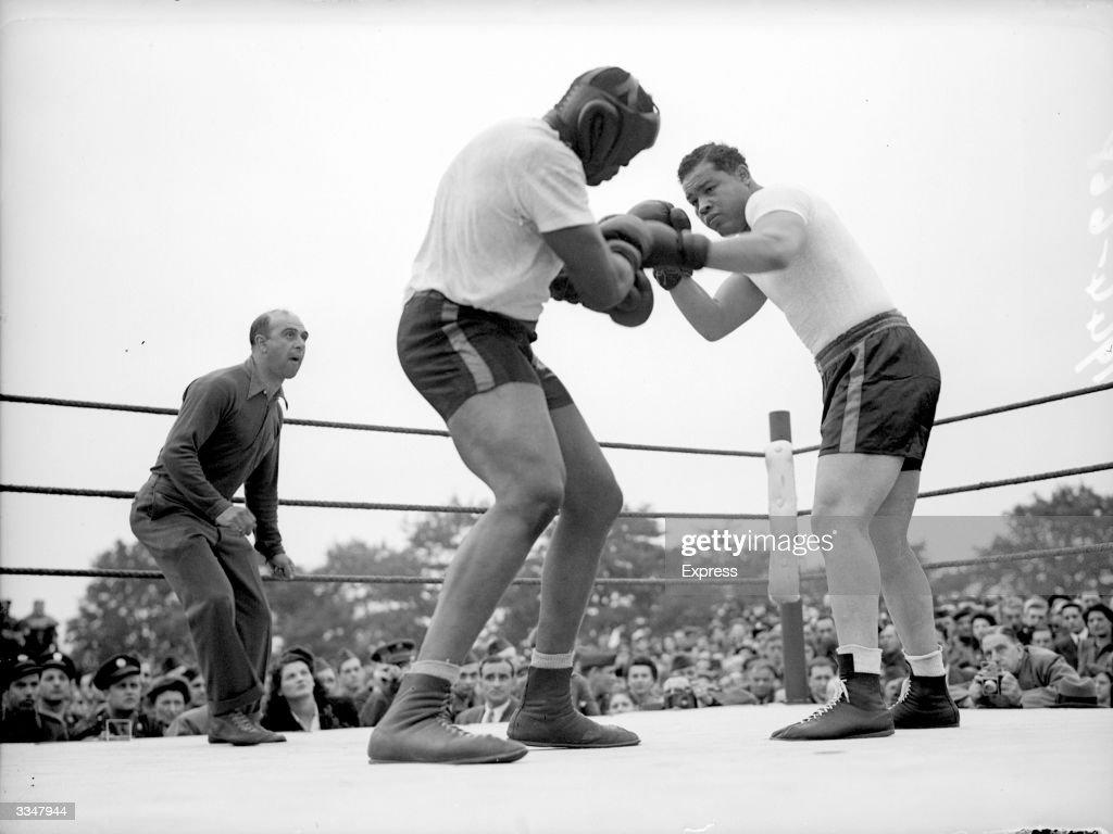 Boxing Match : News Photo