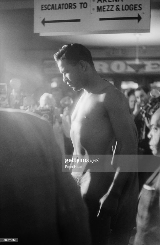 American boxer Sugar Ray Robinson (1921 - 1989) at the weigh-in prior to his World Middleweight title rematch against Carmen Basilio at Chicago Stadium, 25th March 1958. Robinson won the match on points to regain the tiltle, which he had lost to Basilio the previous September.