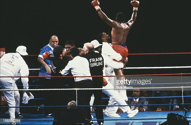 American boxer Tim Witherspoon fights England's Frank Bruno in London 19th July 1986 Witherspoon won the fight