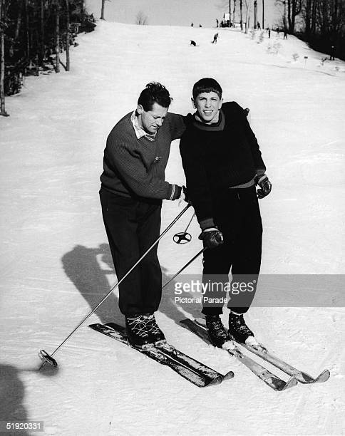American chess champion and prodigy the controversial and tempermental Bobby Fischer gets a skiing lesson from American skiing instructor Tony...