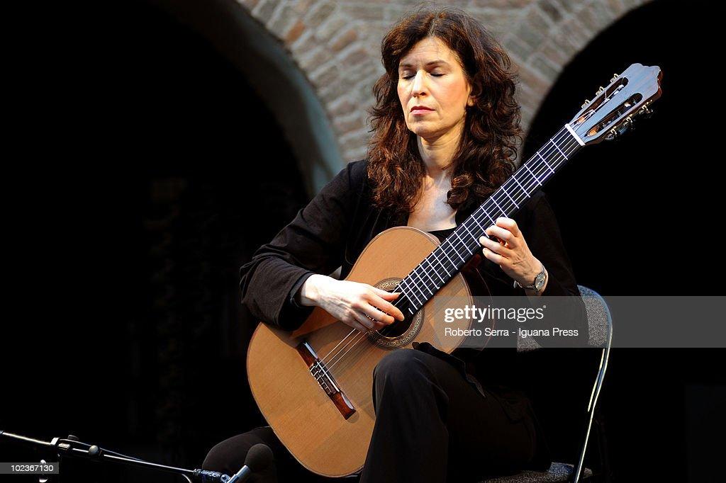 Sharon Isbin Perform At Santo Stefano Festival In Bologna : News Photo