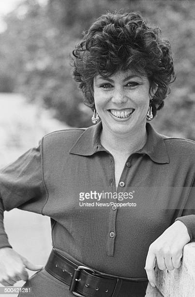 American comedian and actor Ruby Wax from the television sitcom 'Girls on Top' posed on 16th October 1985