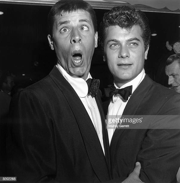 American comedic actor and director Jerry Lewis makes a face next to American actor Tony Curtis at the premiere of director George Stevens' film 'A...