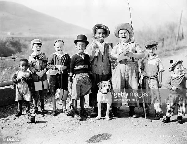 American comedy short films in the 1920/1930ies Scene from the movie 'Our Gang'' The rascals with dog Pete 1933 Vintage property of ullstein bild