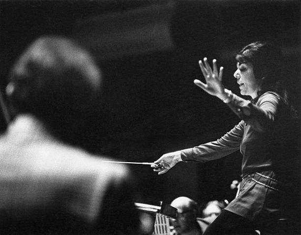 Eve Queler Conducts