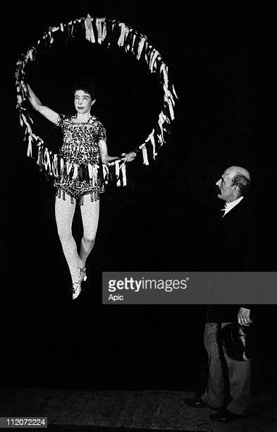 American conjuror Harry Kellar during levitation act with Dot Robinson 1889
