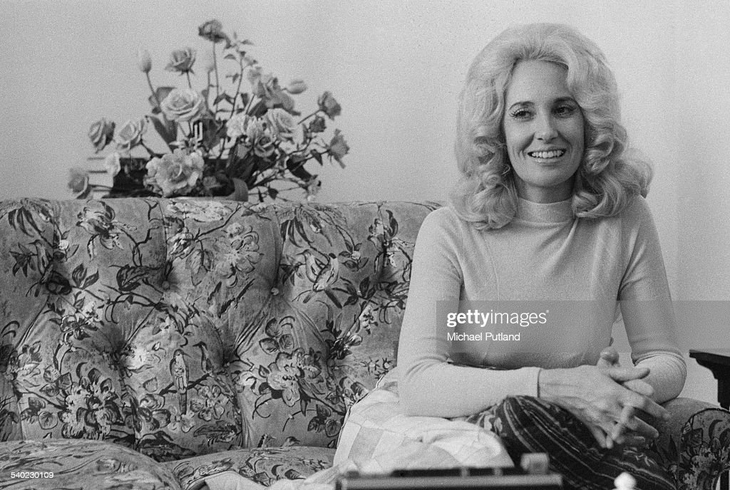 American country music singer-songwriter Tammy Wynette (1942 - 1998), 3rd April 1975.