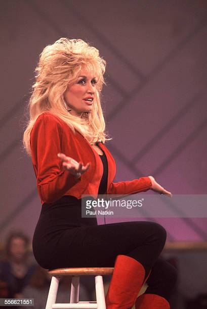 American country musician Dolly Parton performs on the 'Oprah Winfrey Show' Chicago Illinois February 20 1992