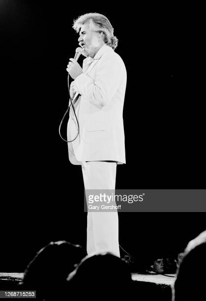 American Country musician Kenny Rogers performs onstage at Nassau Coliseum, Uniondale, New York, September 26, 1980.