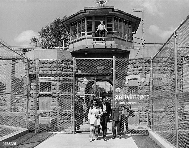 American country singer Johnny Cash and his wife June Carter Cash leave the front gate of Kansas State Prison circa 1968