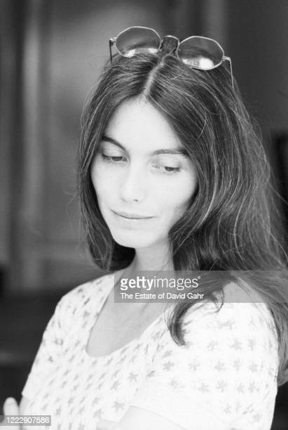 American country singer songwriter and musician Emmylou Harris poses for a portrait on May 22, 1975 in New York City, New York.