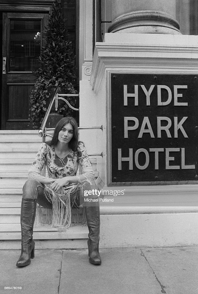 American country singer-songwriter Emmylou Harris outside the Hyde Park Hotel, London, 11th February 1976.