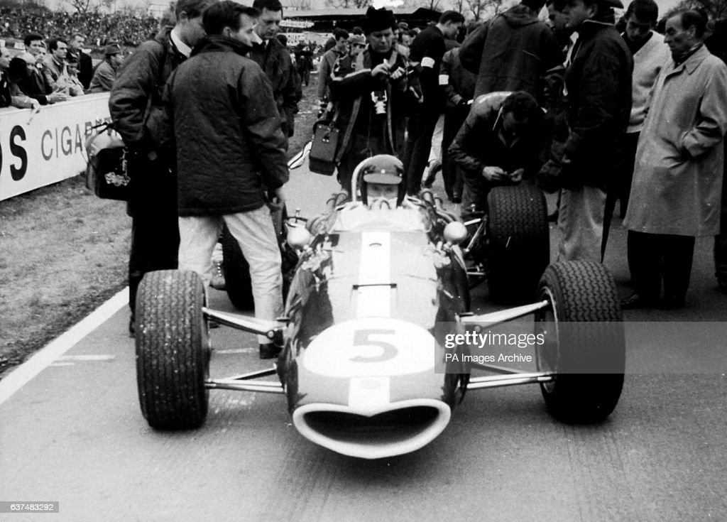American Dan Gurney in his Eagle Gurney Westlake at the starting grid of the final heat