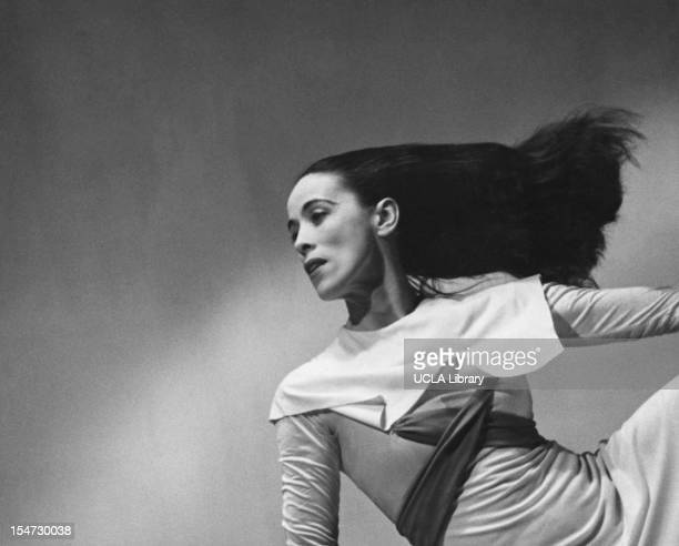 https://media.gettyimages.com/photos/american-dancer-and-choreographer-martha-graham-performs-american-picture-id154730038?s=612x612
