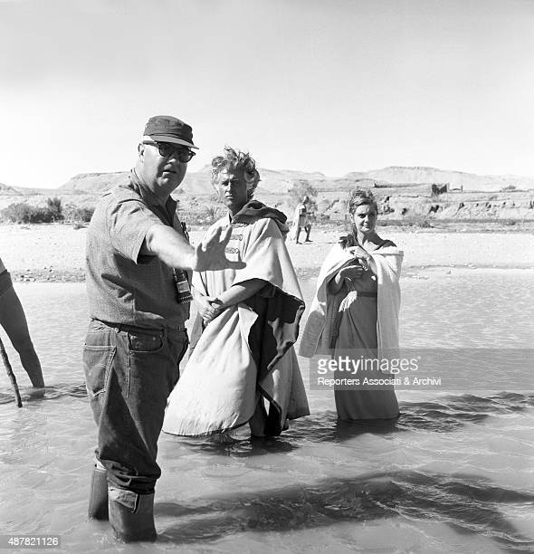 American director Robert Aldrich explaing a scene to the Britishborn American actor Stewart Granger and Italian actress Rossana Podest on the set of...