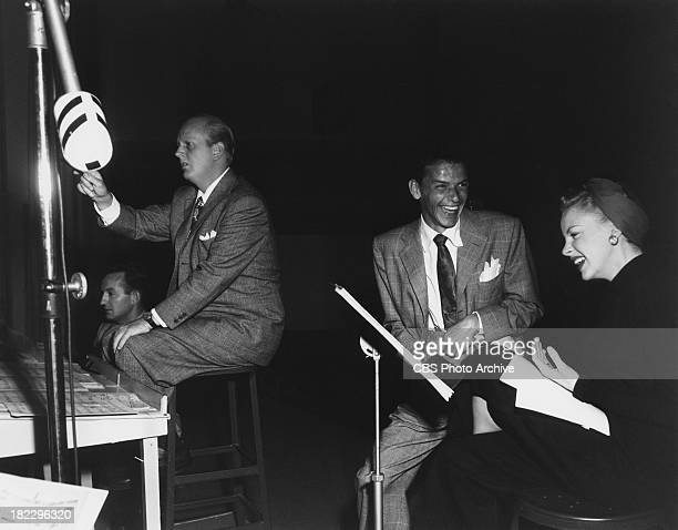 American entertainers Frank Sinatra and Judy Garland in a studio for the CBS radio programme 'The Danny Kaye Show' 12th October 1945