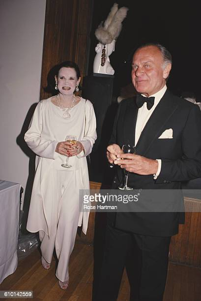 American fashion designers Gloria Vanderbilt and Bill Blass at a cocktail party at the Dyansen Gallery, New York City, 1982.