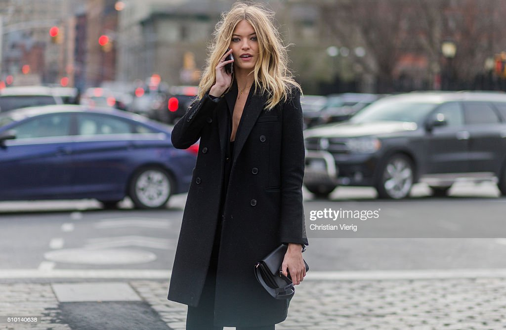 Street Style - Day 2 - New York Fashion Week: Women's Fall/Winter 2016 : News Photo