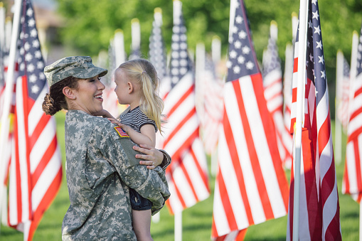 American female soldier with 3 year old girl 647520362