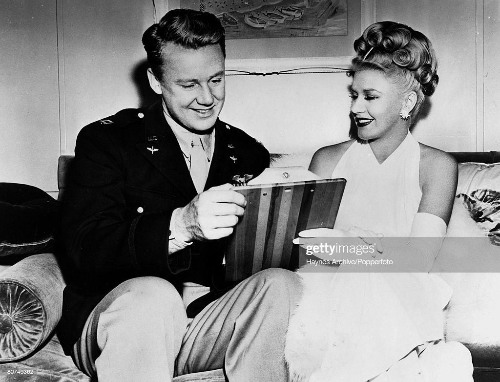 Van Johnson And Ginger Rogers : News Photo