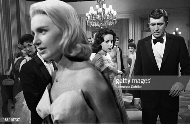 American film actresses from left fore Joanne Woodward and Elizabeth Allen and actor Patrick O'Neal in a scene from the film 'From the Terrace' Los...