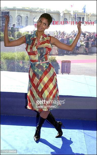American film festival photocall of Swordfish Halle Berry in Deauville France on August 30 2001