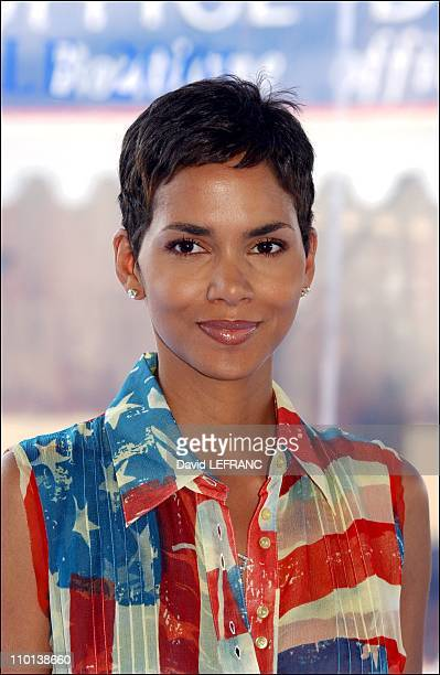 American film festival photocall of 'Swordfish' Halle Berry in Deauville France on August 30 2001