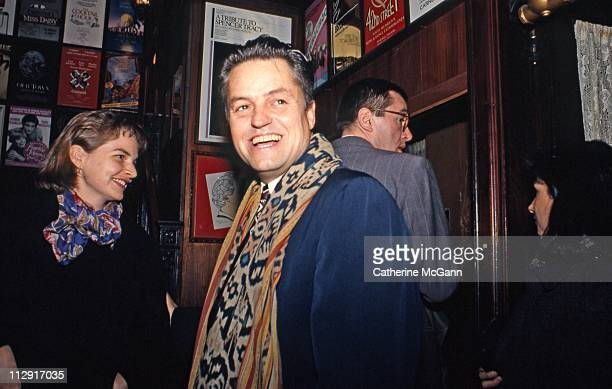 American film maker Jonathan Demme arrives at the New York Film Critics Awards at Sardi's on January 15 1989 in New York City New York
