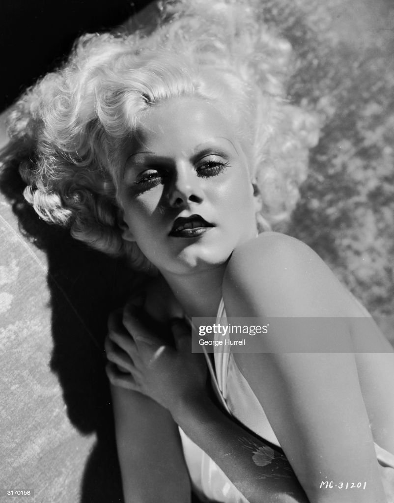 American film star Jean Harlow (1911 - 1937), who was engaged to actor William Powell at the time of her early demise.