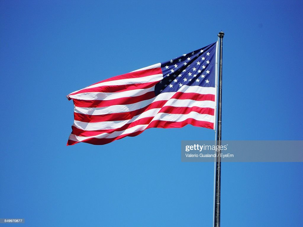 American Flag Against Clear Blue Sky : Stock-Foto