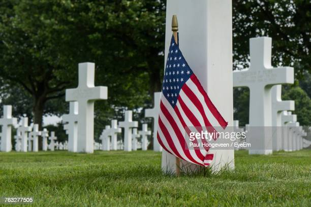 american flag and crossed at cemetery - war memorial stock pictures, royalty-free photos & images