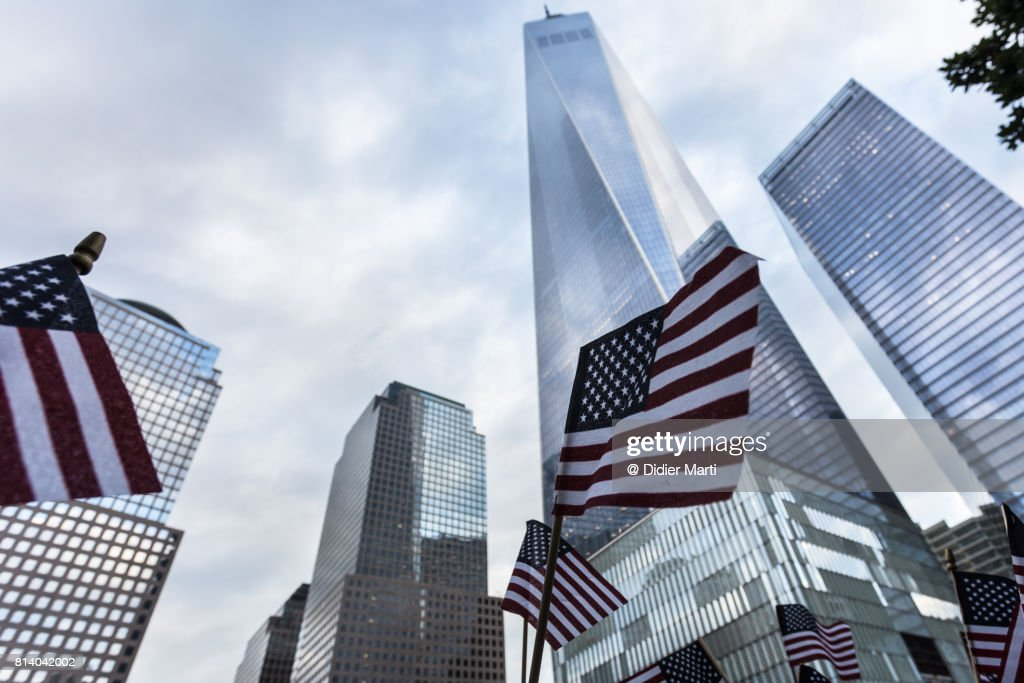 American flag in front of the One World World trade Center in New York city : Stockfoto