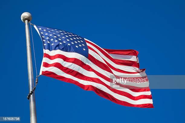 アメリカ国旗を振っに吹かれる極 - 旗棒 ストックフォトと画像