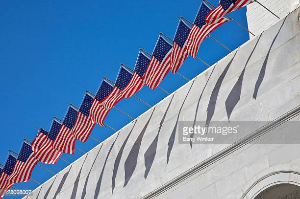 american flags flying atop los angeles city hall, los angeles, california, usa, may 2010 - 1920~1929年 ストックフォトと画像
