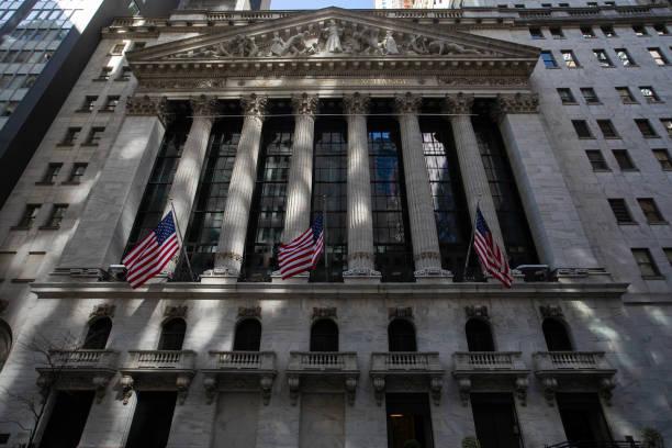 NY: Stocks Climb Amid Tech Rebound