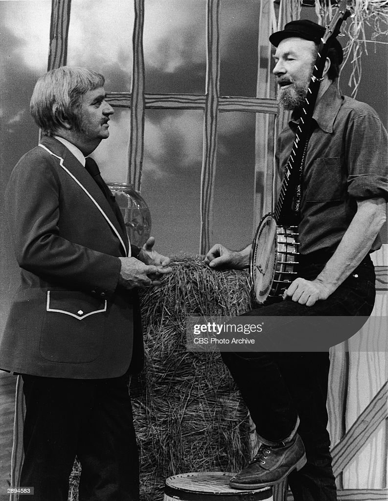 American folk singer and songwriter Pete Seeger (R) makes an appearance on the television series, 'Captain Kangaroo' with host Robert (Bob) Keeshan (1927 - 2004), December 14, 1973.