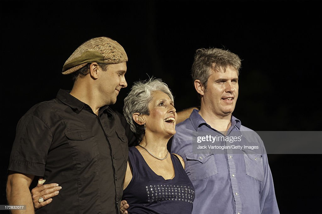 American Folk Singer Joan Baez Takes A Bow With Her Band Her Son And News Photo Getty Images