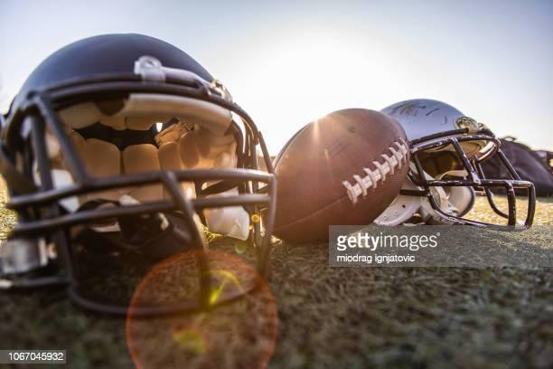 アメリカン フットボール機器 - アメリカンフットボールヘルメット ストックフォトと画像