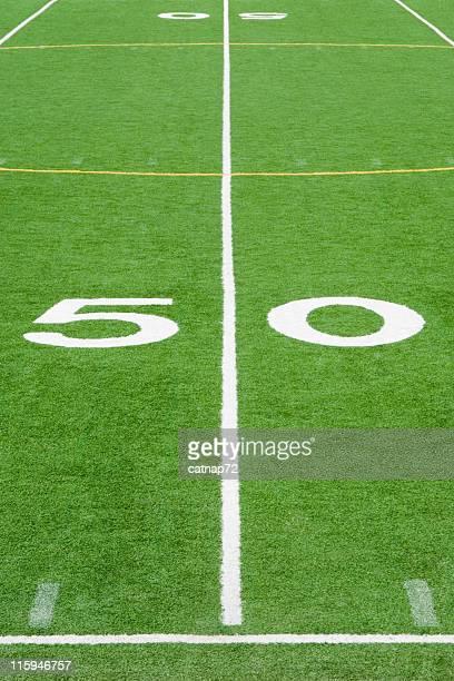 Terrain de Football américain, la ligne des 50 yards gros plan