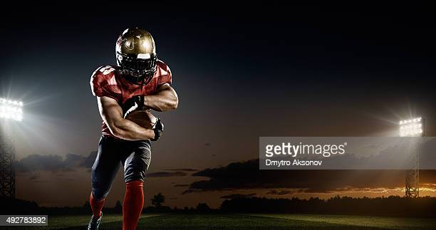 american football in action - football stockfoto's en -beelden