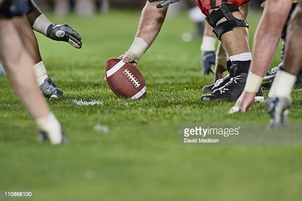 american football line of scrimmage. - オープン戦 ストックフォトと画像